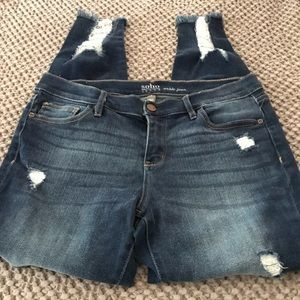 Ankle distressed jeans